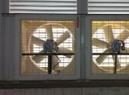 负压风机因其购买价格便宜,使用的费用低廉,通风降温效